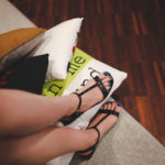 สวยตาแตก สีเล็บเท้าสำหรับสาวผิวคล้ำ