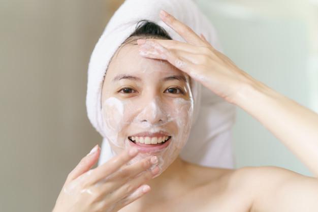 โฟมล้างหน้าSimple Moisturising Facial Wash