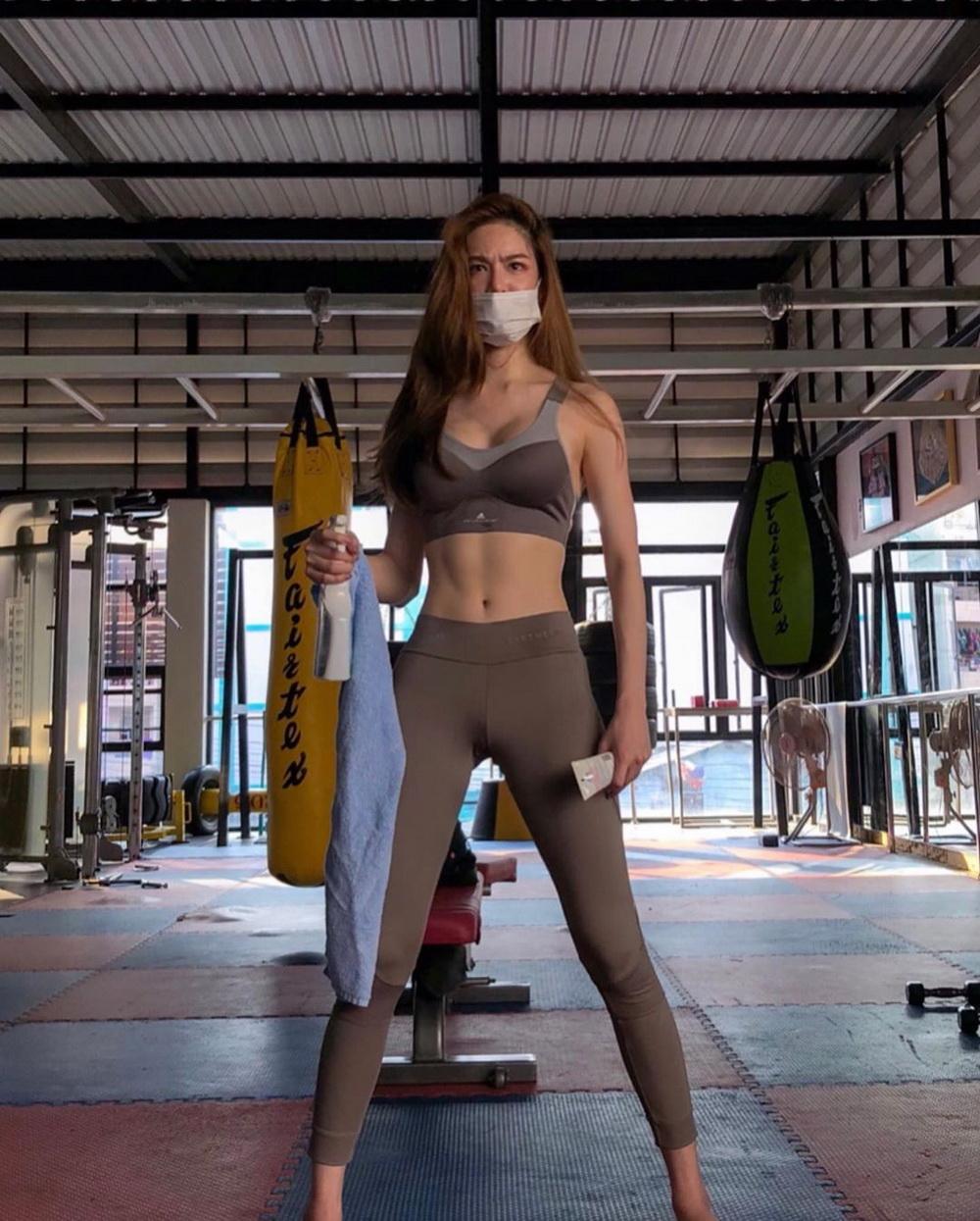 ชุดออกกำลังกาย