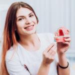 การจัดฟัน AOSC คืออะไร? พร้อมทั้งแนะนำ #5 คลินิคจัดฟันที่มีบริการจัดฟัน 2 ชั้น