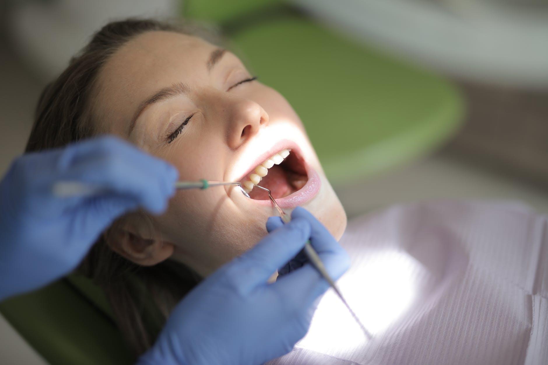 คนจัดฟันไม่ถอนฟัน ได้? หรือ ไม่ได้? จะรู้ได้ยังไงว่าเราต้องถอนฟันตอนจัดฟัน เกร็ดความรู้ที่คนจัดฟันไม่ควรพลาด!! ปักหมุดคลินิกจัดฟันดีๆ #5 ที่เอาใจชาวนครศรีธรรมราชกันไปเลยจ้า