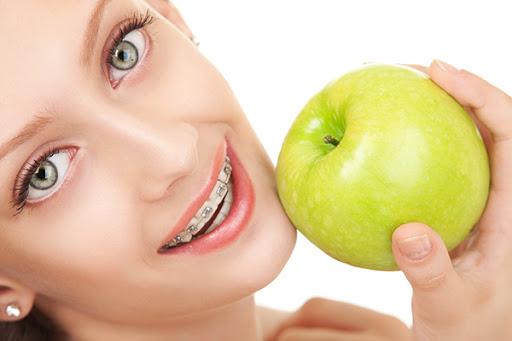 เพิ่งจัดฟันเเรกๆ สามารถกินอะไรได้บ้าง?? เเละพาส่อง #5 คลินิกจัดฟันสมุทรสาคร ใครอยากฟันสวย เข้าเร็ว มาทางนี้เลย!!